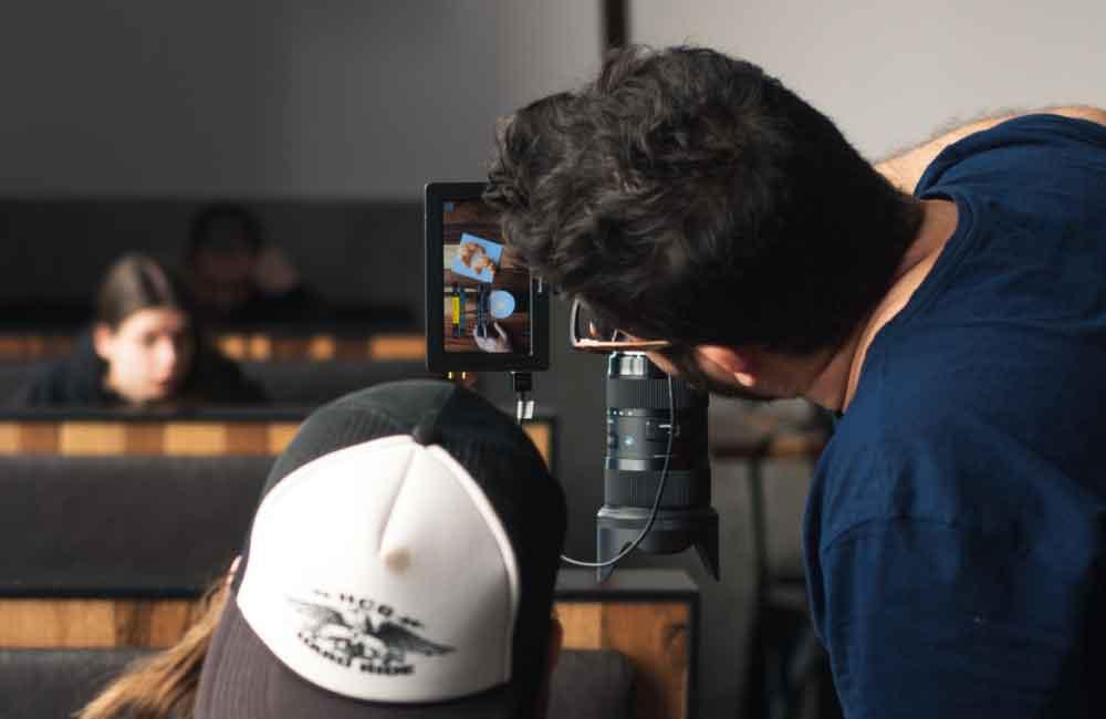 ¿Qué profesionales trabajan en una Productora Audiovisual?